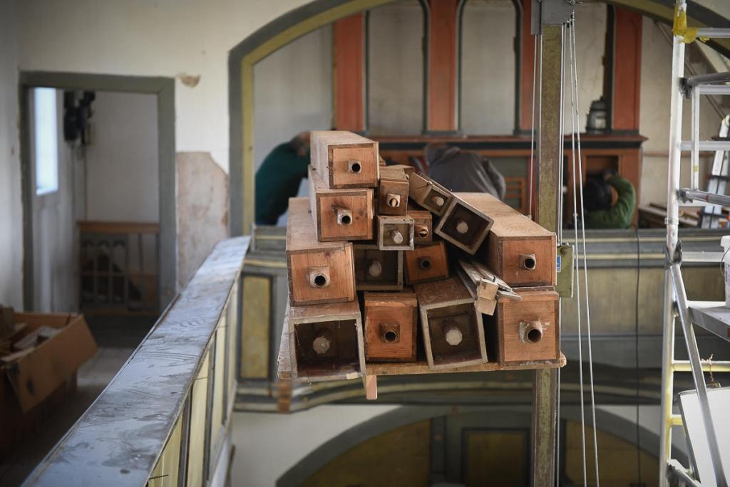 11. April - Demontage der Orgel